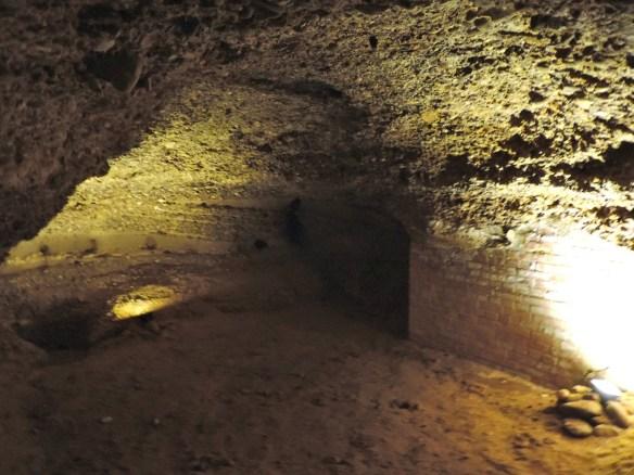 e di qui la ricerca  del tesoro fino ad uscire a... Castel del Monte in Puglia!