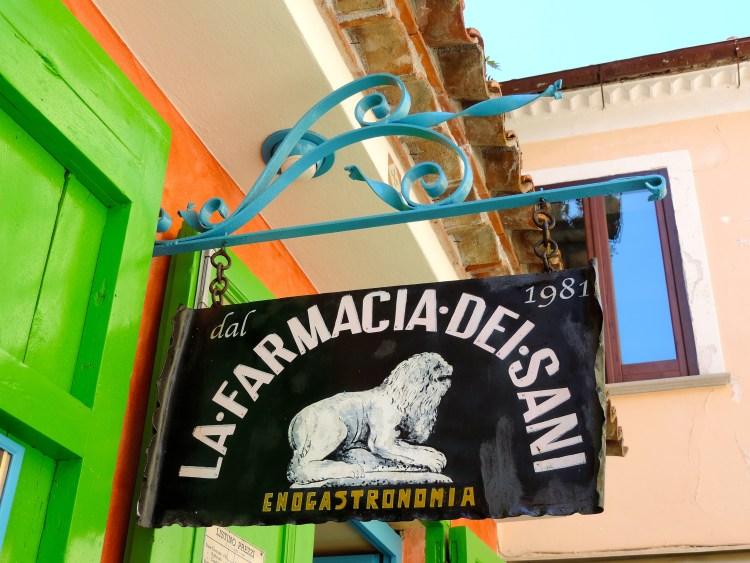 Visita il centro storico di Maratea in Basilicata, Farmacia dei Sani