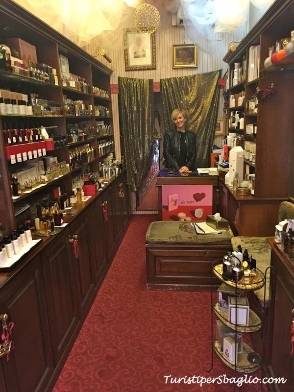 Profumi d'autore a Roma: la Profumeria Cherry un esotico salotto in via Crispi 73