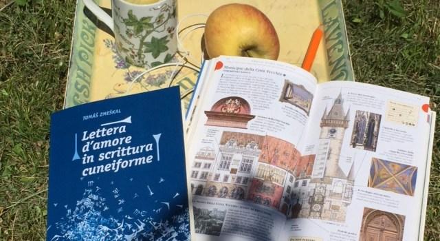 """Tomáš Zmeškal """"Lettera d'Amore in Scrittura Cuneiforme"""" – Scoprire Praga attraverso i profumi e le pagine di un libro…"""