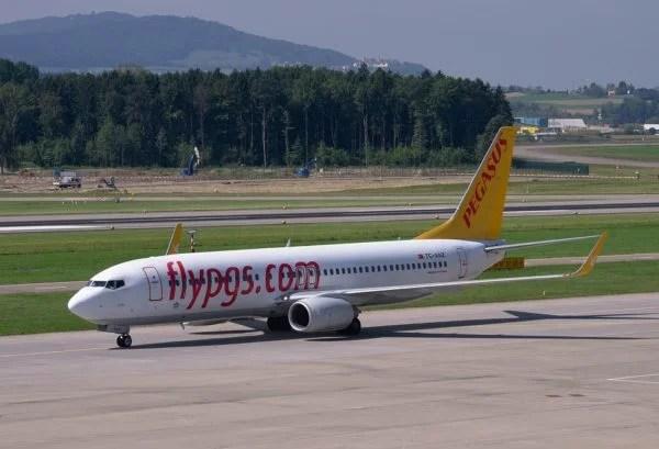 Pegasus Uçağı Düsseldorf'ta tehlike atlattı.