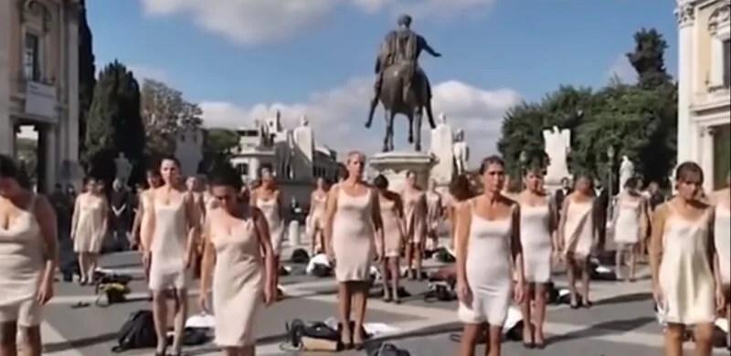 Alitalia Hostesleri Soyunarak ITA'yı Protesto Ettiler