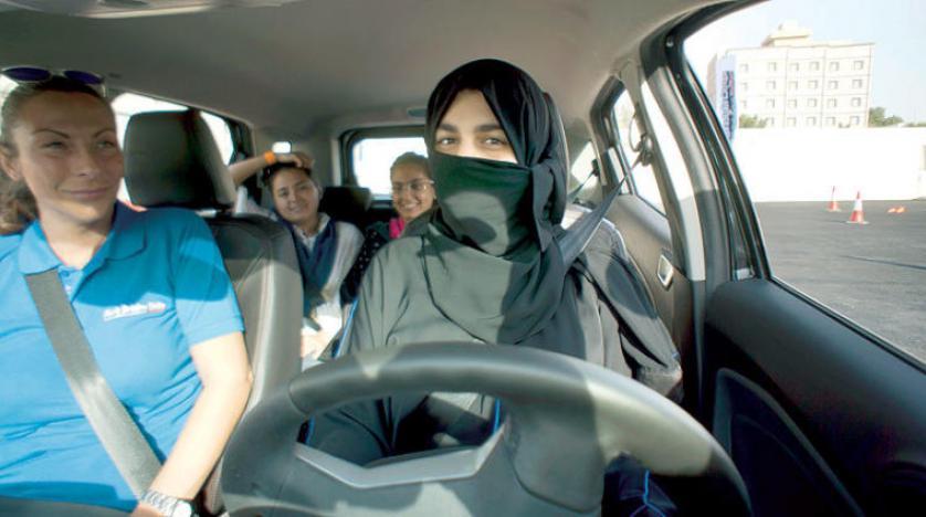 Suudi Arabistan'da kadınlara sürüş teknikleri eğitimi