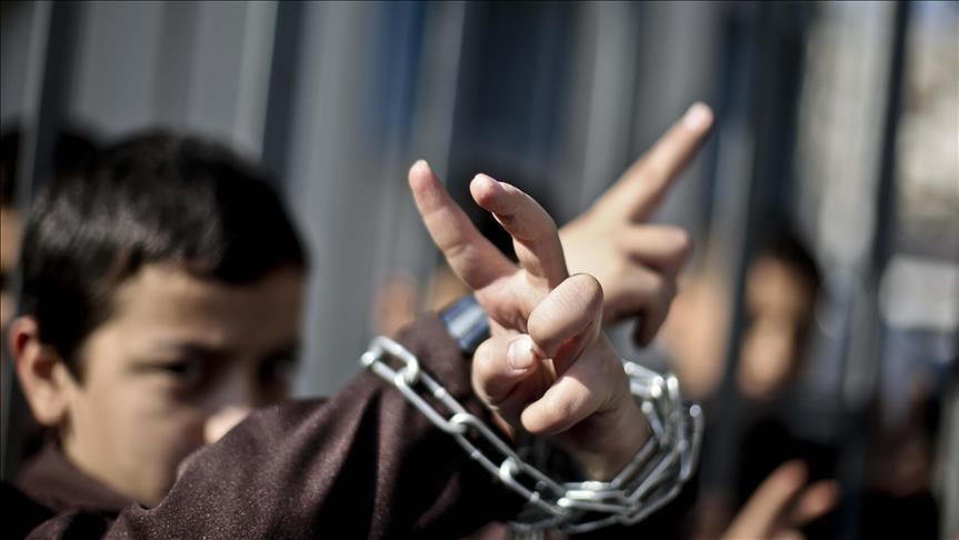 İsrail bu yıl 900'den fazla Filistinli çocuğu gözaltına aldı