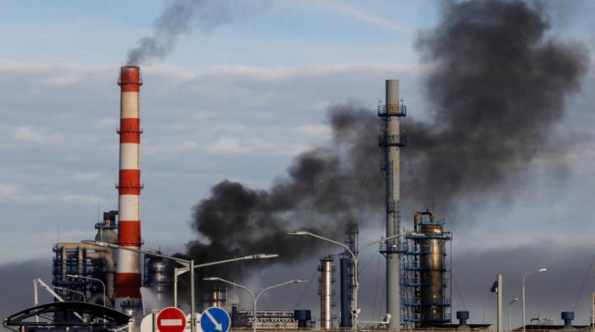 Rusya'da bir petrol rafinerisinde yangın çıktı