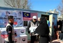 طلاب ماليزيون يقدمون مساعدات لعوائل سورية في تركيا