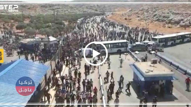 عاجل فيديو اقتحام المتظاهرين معبر باب الهوى الحدودي مع تركيا