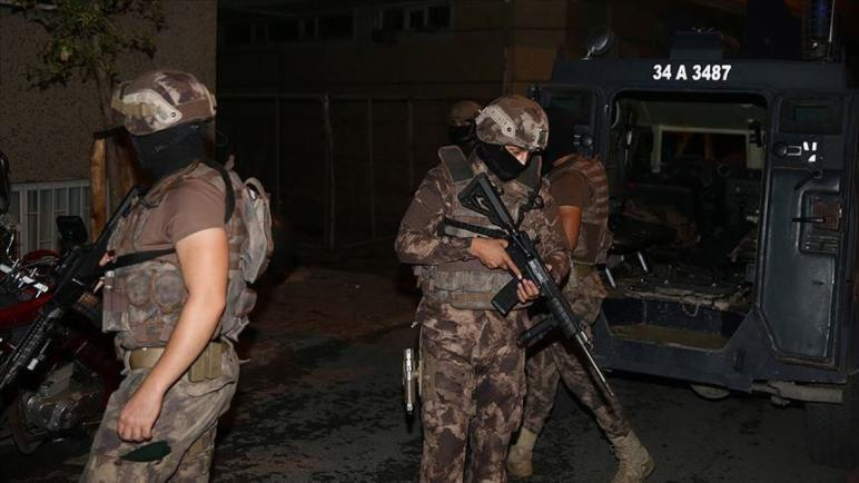قوى الأمن التركية تنفذ عملية أمنية ليلية في إسطنبول وتعتقل أكثر من 15 شخص