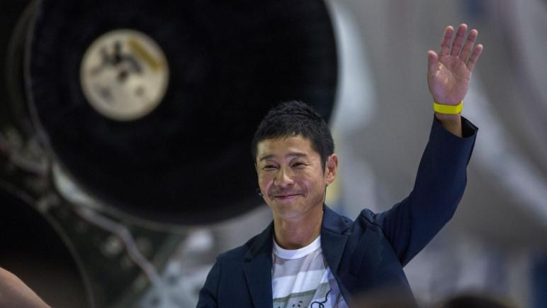 ملياردير ياباني يبحث عن 8 أشخاص لمرافقته إلى القمر.. هل أنت منهم؟!