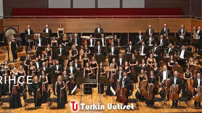 Izmirin valtiollisen sinfoniaorkesteri.