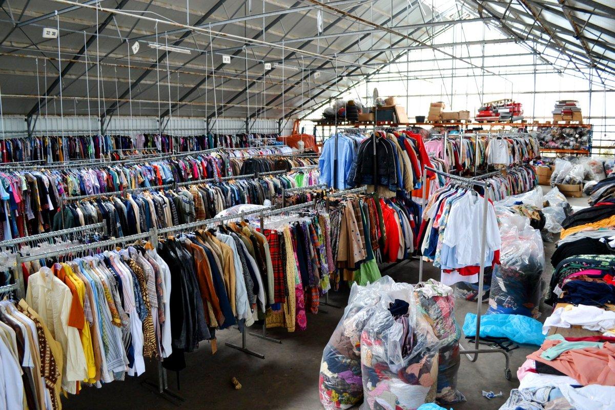 شراء ملابس ستوكات