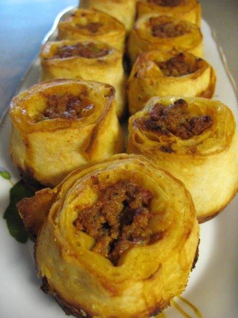 Kiymali Borek : kiymali, borek, Rolled, Pastry, Filling/, Kıymalı, Sarma, Börek, Turkish, Cuisine