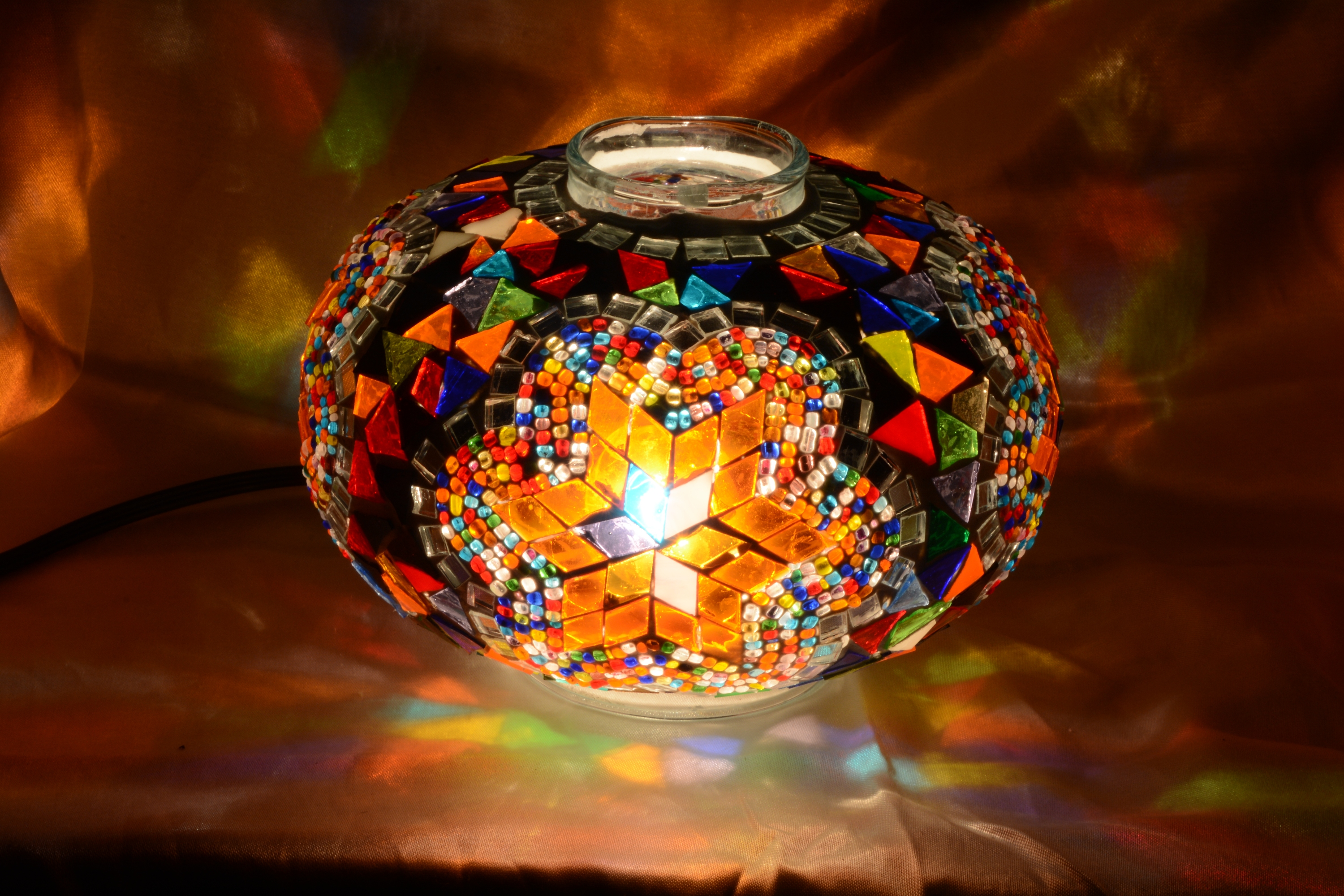 Size 3 mosaic glass model lamp