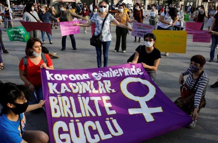 Türkiye'de kadın olmak, yeterli adalet veya eşitliğin en temel ilkelerini almamak ve asla güvende olmamak demektir. 26 Temmuz 2020 Pazar günü, kadınların şiddetten daha iyi korunmasını amaçlayan İstanbul Antlaşması'na bağlılıklarını teyit eden 26 Temmuz 2020 Pazar günü, iktidar partisindeki yetkililer, Ülkenin ondan çekilmesine.
