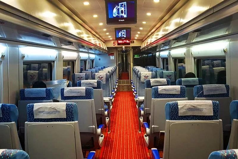 قطار اسكي شهير من الداخل