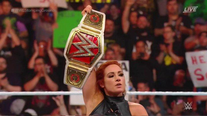 Becky Lynch retiene el campeonato femenino de Raw en Stomping Grounds