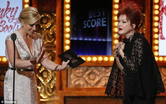 Jane Krakowski and Cyndi Lauper Photo credit: Reuters
