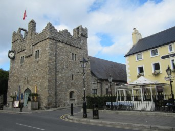 Dalkey at last! What a charming town. This is Dalkey Castle and Heritage Center & The Queen's Bar to the right