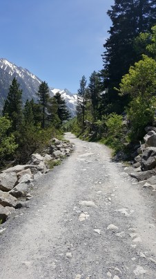 The road to Lac du Gaube