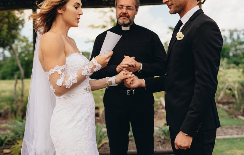bride reads cheating groom