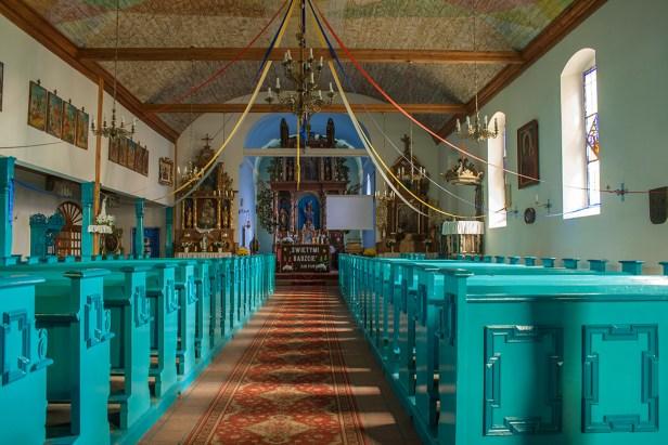 Wnętrze kościoła w Zwiniarzu