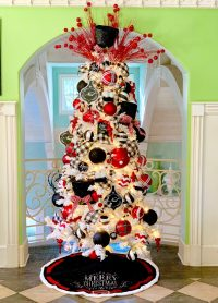 The Perfect Red, White and Black Christmas Tree! | Turtle ...