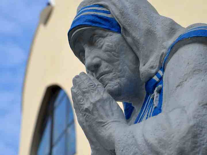 30 Contagious Quotes from Mother Teresa on Love, Kindness & Her Own Personal Values