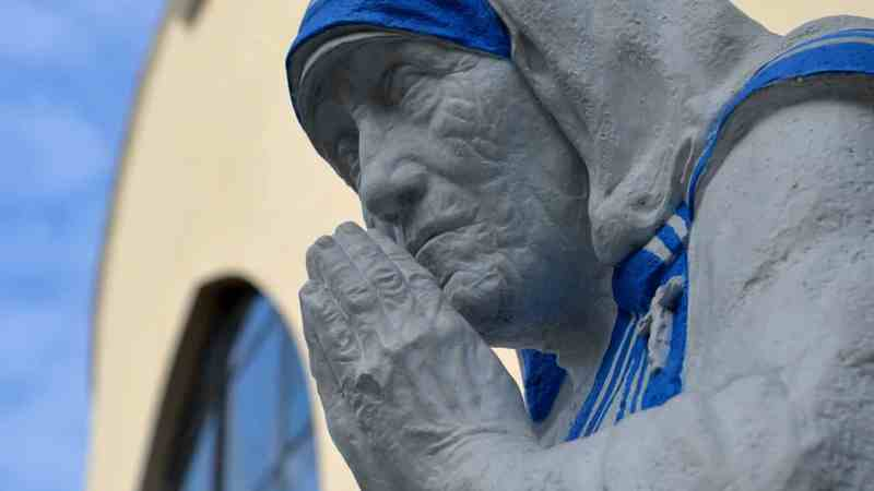 30 Quotes from Mother Teresa on Love, Kindness & Her Own Personal Values