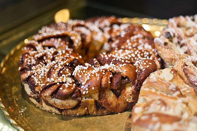 Kanellängd, a typical fika food that is basically a cake made of cinnamon buns.