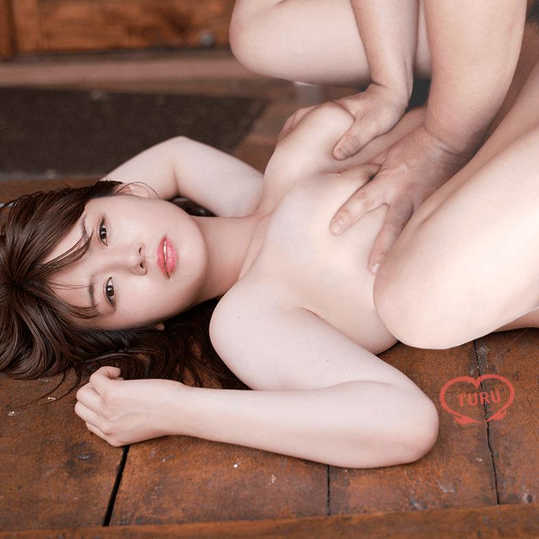 井口綾子のおっぱいを鷲掴みするエロアイコラ