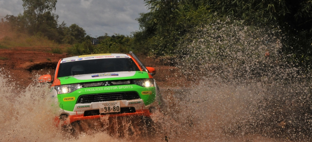 Sensacyjny start Outlandera PHEV w FIA Asia Cross Country Rally