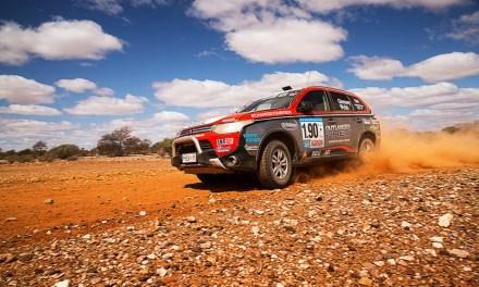 Mitsubishi Outlander PHEV ukończył rajd Australasian Safari 2014