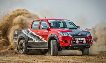T-REX – Toyota Hilux na pustyni