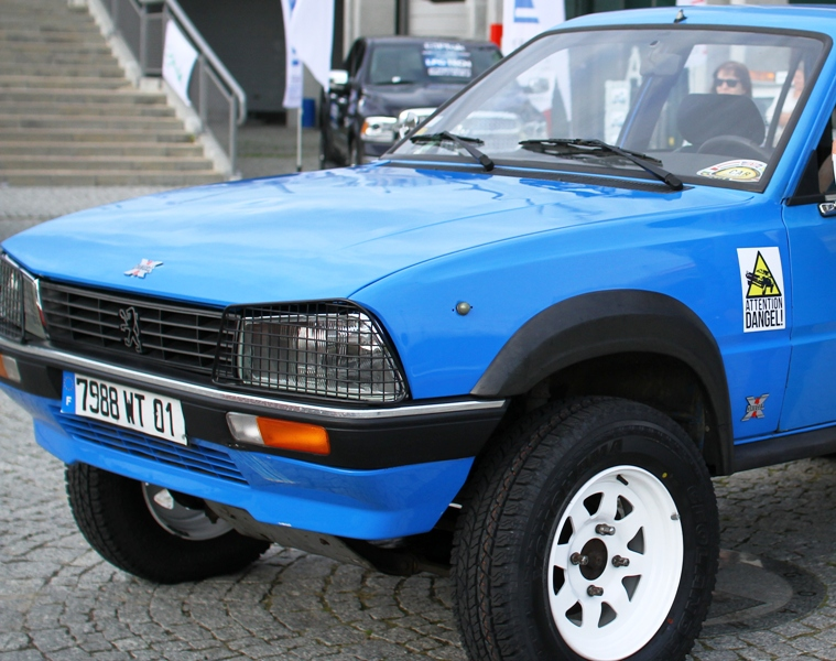 Attention Dangel – Peugeotem 505 z Trójmiasta do Afryki