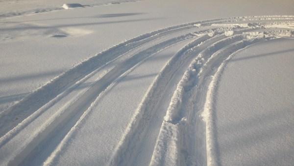 tire-tracks-583208_960_720