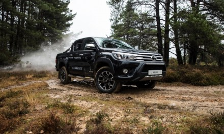 Toyota Hilux Invincible 50 Chrome Edition na 50-lecie modelu