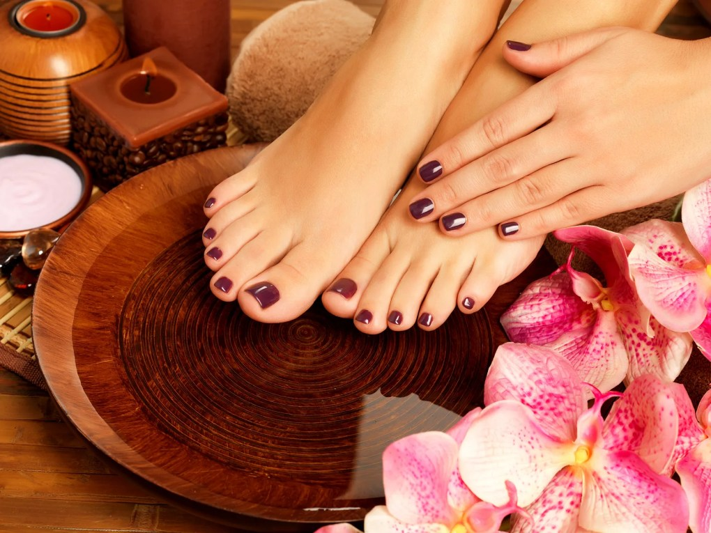 pies con decoración de flores