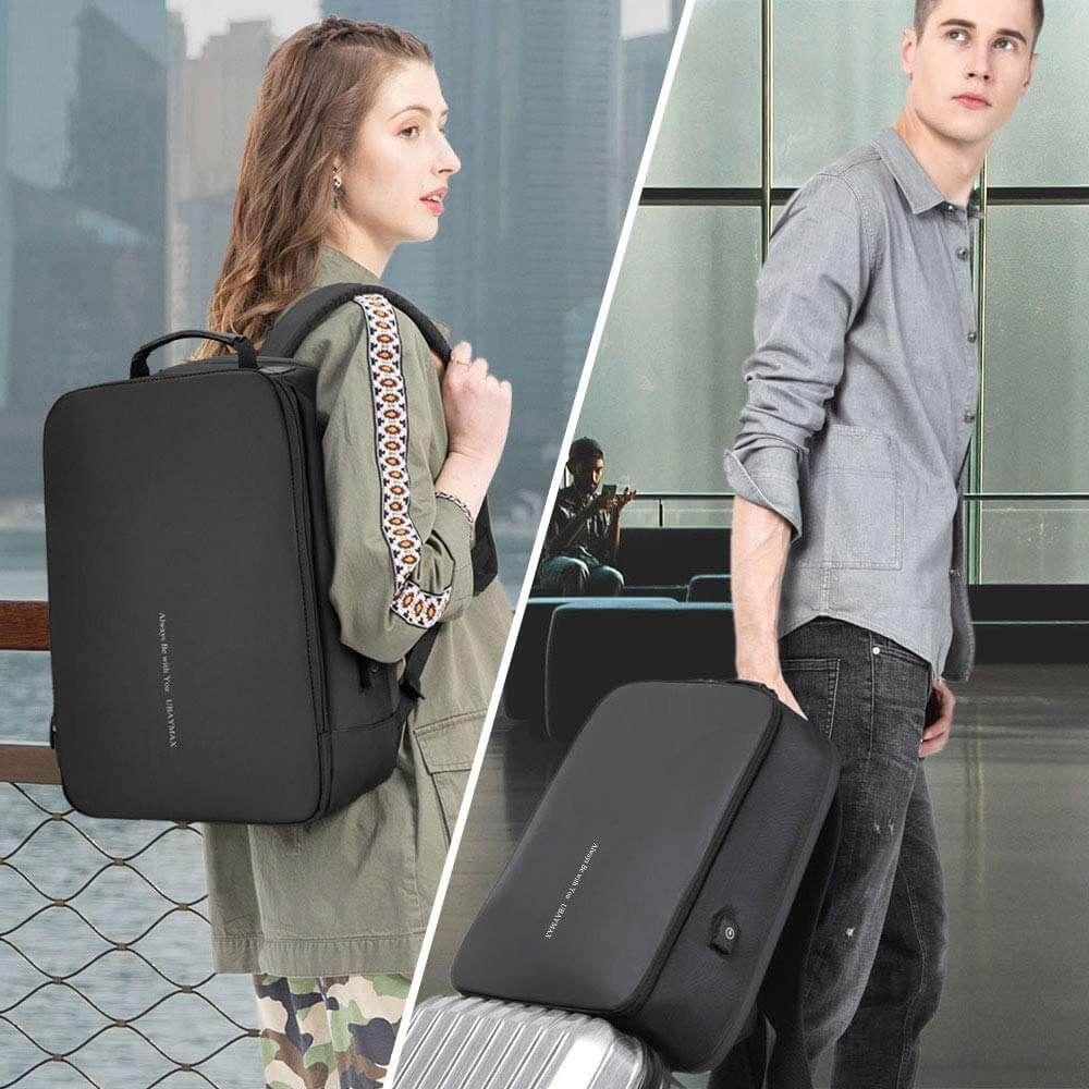 Chico y chica con mochila