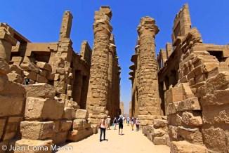 Descubierto en 1884, el Templo de Lúxor, dedicado a Amón el dios egipcio del viento, es sin duda una de los más espectaculares de Egipto.