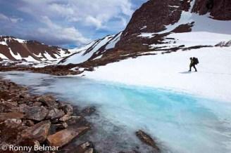 Entre arroyos congelados continúa nuestra marcha.
