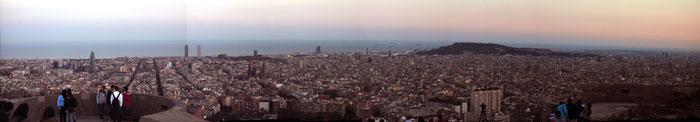 Vistas de Barcelona desde el búnker del Carmelo. Foto Barcelona · Three Looks. Licencia Creative Commons.