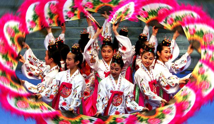 Danza de los abanicos, una de las más típicas de Corea del Sur