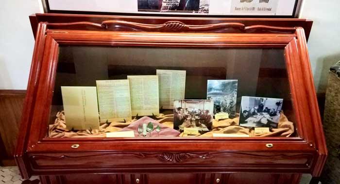Sala del Hotel Vall de Núria con una colección gráfica sobre el Estatut de 1932.