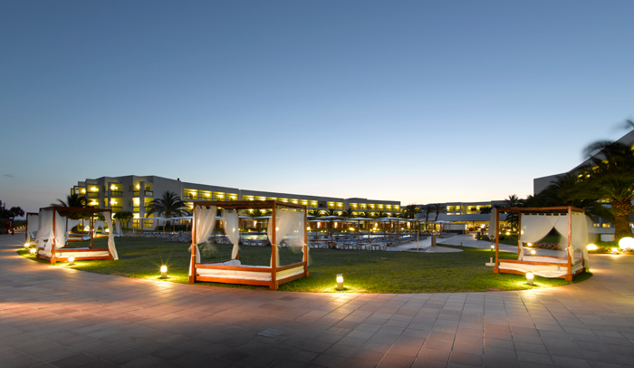 Camas balinesas Grand Palladium Palace Hotel & Spa