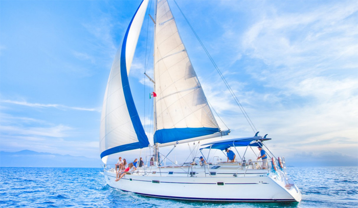 Las salidas en velero son algunas de las numerosas actividades que se pueden realizar en México