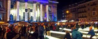 Balancines luminosos frente a la bolsa de Bruselas