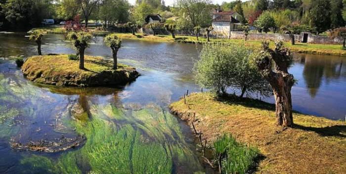 El río Dronne deja unas bellas estampas a su paso por Brantôme y Bourdeilles