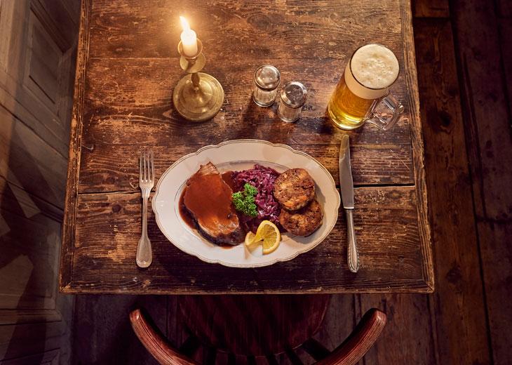 Cocina tradicional alemana en el restaurante Freischwimmer en Berlín. Foto GNTB/photographer: Jens Wegener
