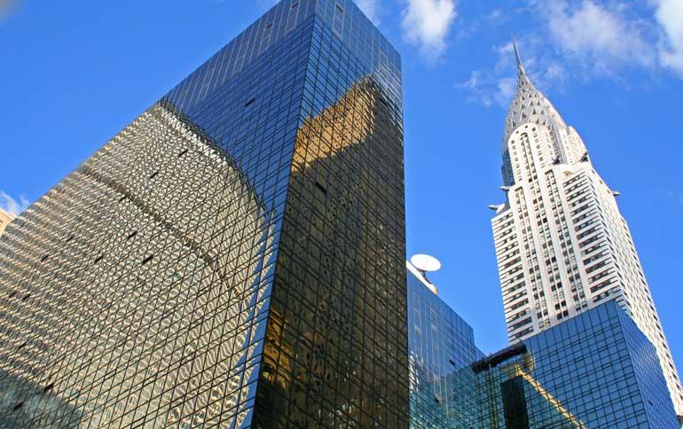 Edificio Chrysler, a la derecha de la imagen