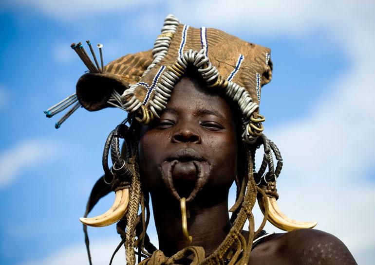 Mujer etíope tribu mursi